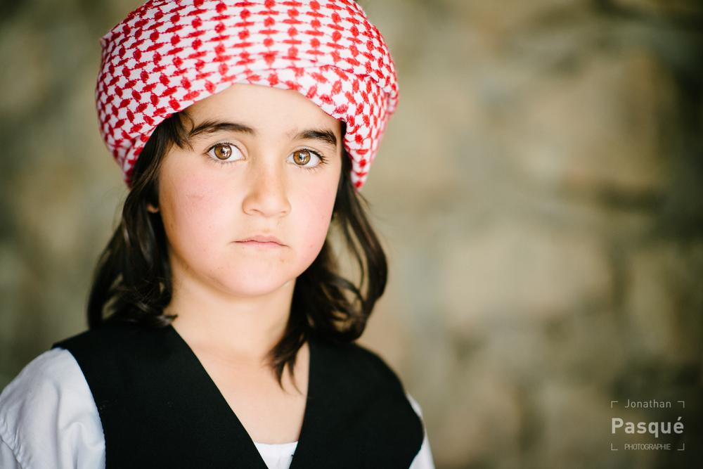 Le khefieh (turban) des Yézidis du Kurdistan est traditionnellement rouge et blanc.
