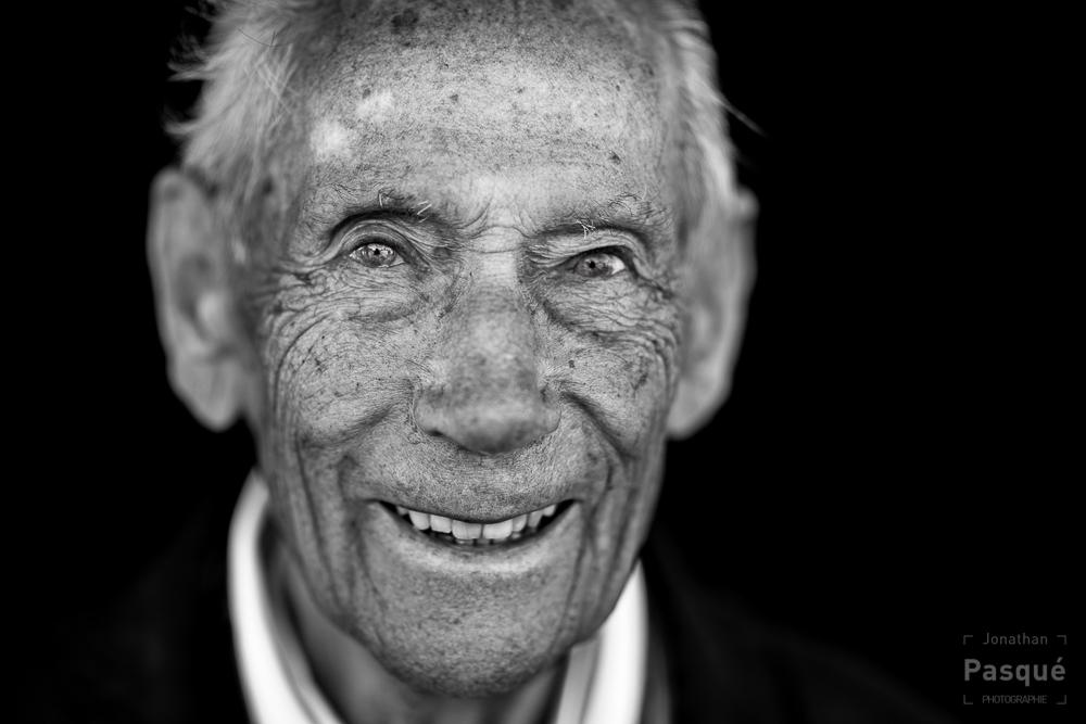 Bill Cameron 90 ans